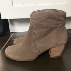 Sole Society Romy Western Bootie. Size 7. Suede